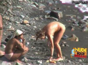 Молодухи оторвались на нудистском пляже с парнями