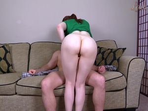 Шаловливая и озабоченная дамочка жестко ебется с младшим братом