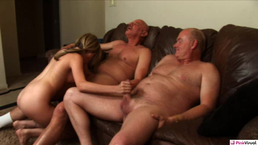 Порно онлайн трахнулась с дедом старым
