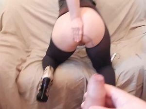 Блондинка с большой попой дает в анал и стонет в домашнем видео