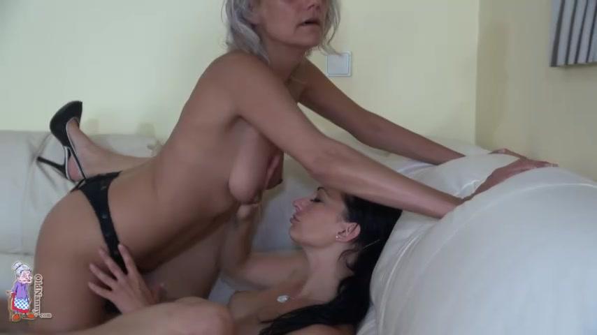 Бабушка и внучка секс втроем