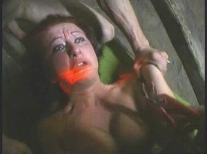 Два диких кобеля жестко трахнули рыжеволосую женщину