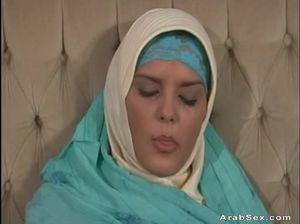 Мусульманка классно сосет и страстно трахается с любовником