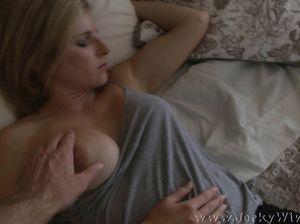 Возбужденный мужлан твердым членом будит сексапильную женщину