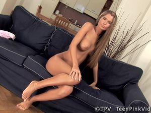 Блондиночка Nessa Devil мастурбирует секс игрушкой