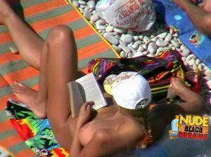 Анна погуляла голой по пляжу и уснула на солнце