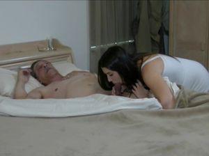 Озабоченный старик нежно трахает свою беременную внучку