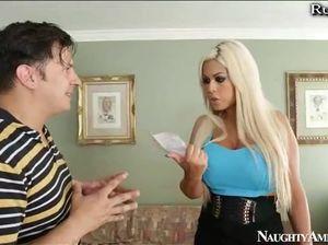 Сисястая преподавательница жахается на диванчике с учеником