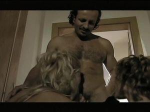 Зашел в гости к сексапильной самке и поучаствовал в тройничке