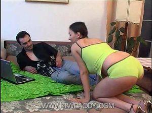 Папа смотрит порно и ебет киску грудастой молодой дочки