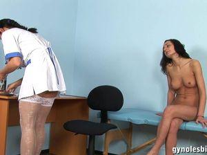 Русский осмотр у гинеколога закончился сочным куни