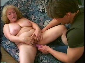 Озабоченная бабуля трахается с взрослым родным внуком