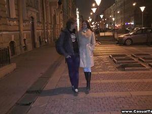 Красивая русская девушка заплатила за ночлег натурой