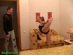 Сексапильная балерина делает минет своему бойфренду