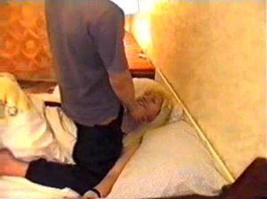 Поимел телочку привязанную к кровати в ее же номере