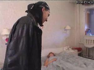 Мамку трахнул сын со своим друганом
