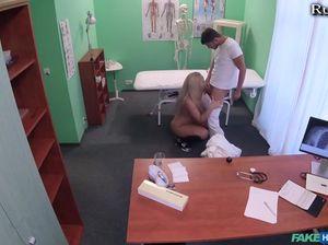 Пришла к врачу и перепихнулась с ним
