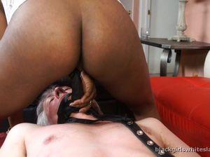 Седой белый раб исполняет все желания черных господ