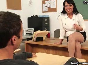 Училка дрочит ногами парню пенис и ебется с ним