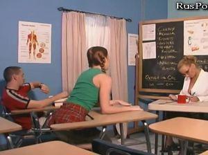 Активный парень поимел училку и свою одноклассницу