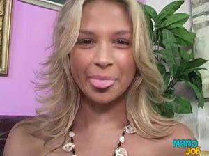 Камшот в ротик для милой блондинки с большими сиськами