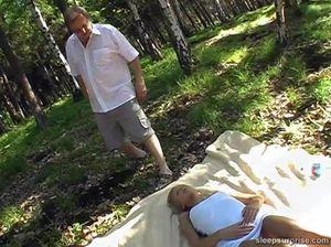 Трахнули спящую принцессу в глухом лесу