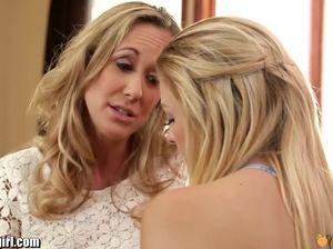 Религиозная дочь трахается со своей мамкой