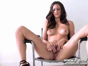 Тиффани надрочила пилотку до оргазма