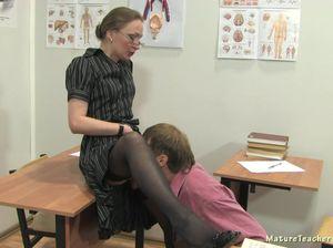 Училка помогла студенту выучит анатомию еблей