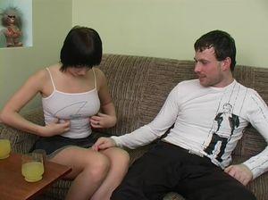 Пьяная шлюшка получила сперму на лицо