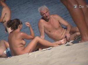 Скрытые съемки на нудистском пляже