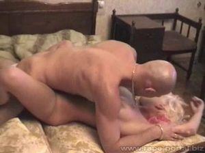 Жестко отымел сопротивляющуюся блондинку в задницу
