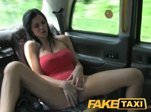 Перепихон зачетной самки по быстрячку в такси