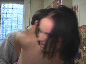 Чувак связал руки брюнетка и шпилит ее от всей души