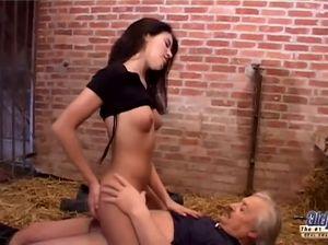 Порно старый фермер
