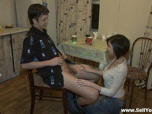 Чувак предложил другу перепихнуться с его девкой за бабло
