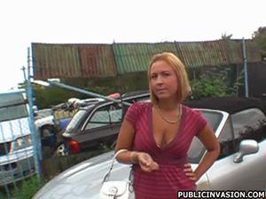 Чувак развел на еблю незнакомку и трахнул ее на улице