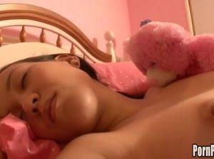 Выебал спящую сестру пока та мечтала во сне о ДиКаприо