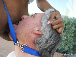 Черная госпожа заставила старого раба лизать