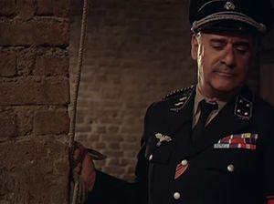 Юную деваху пытают в гестапо