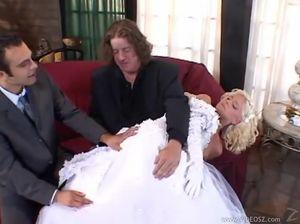 Двойное проникновение в невесту перед самой свадьбой