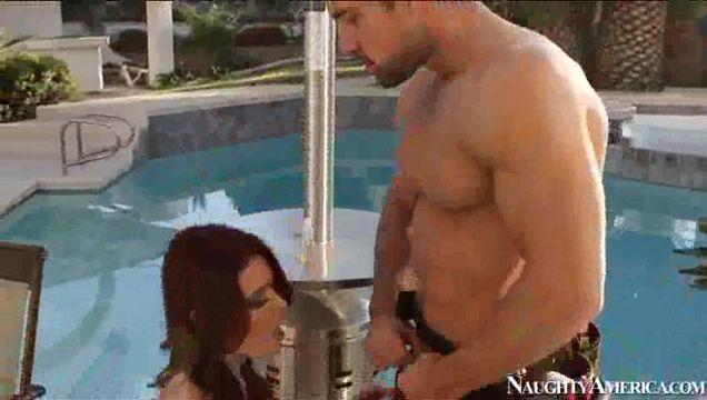 Порно видео чистильщик бассейнов