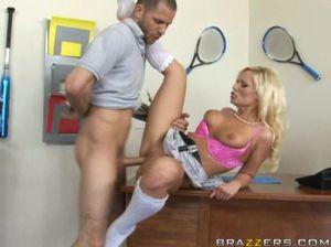 Учитель трахает ученицу после того как вылизал ей киску