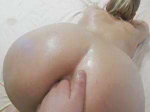 Кончил в рот красивой блондинке после горлового минета