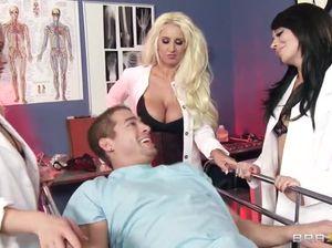 Пациент отодрал сисястую медсестру