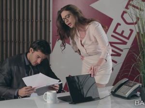 Директор трахает секретаршу после совещания