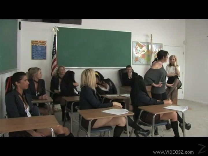 Молодые студентки устроили лесбийскую оргию в колледже