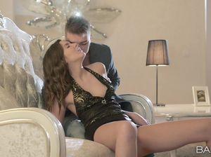 Русская девушка трахается с опытным парнем
