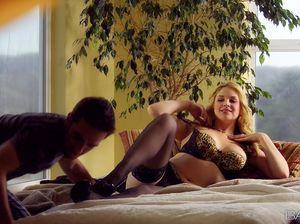 Сисястая блонда в чулках удовлетворяет ненасытного мачо
