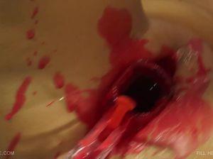 Поклонница БДСМ и боли впустила в дырку горящую свечу